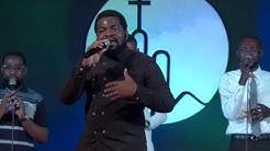 Fr Emmanuel Musongo chante(simama) telema nzambe na nkembo a phila cité d'exaucement Kinshasa