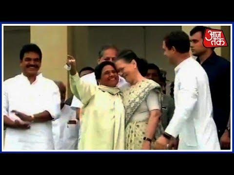 Sonia Gandhi And Rahul Gandhi Arrive On Stage To Witness Kumaraswamy's Swearing-in