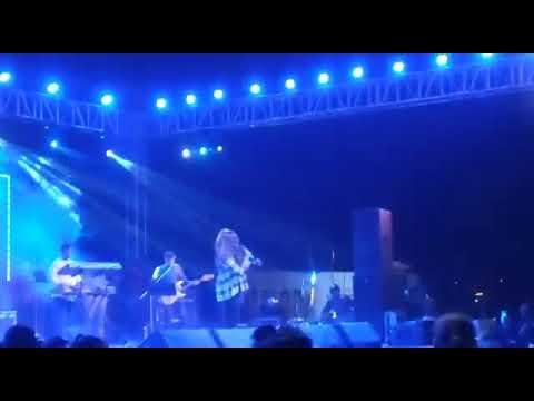 Badri ki dulhaniya performed by Monali Thakur Mp3