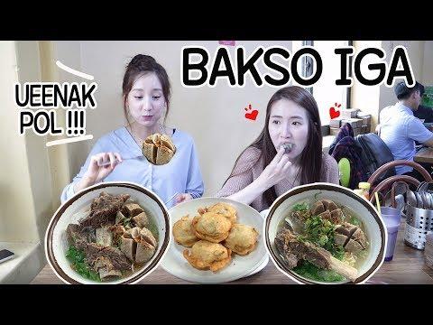 REAKSI CEWEK KOREA PERTAMA MAKAN BAKSO/MUKBANG BAKSO IGA/인도네시아 박소 맛집