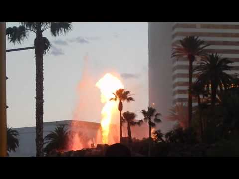 LAS VEGAS NEVADA STREETS AND PEOPLE 8 VOLCANO S ERUPTION