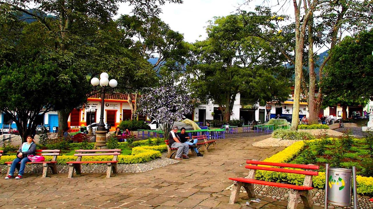 Plaza principal de jard n antioquia uno de los pueblos for Antioquia jardin