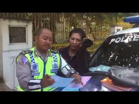 polisi digoda banci