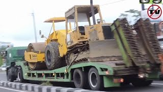 HET Hino SG260Ti Heavy Equipment Transport Moving Compactor And Dozer