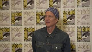 SDCC 2017 : Stranger Things S02 Itw Matthew Modine (official video)