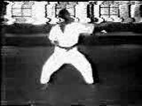 Gichin Funakoshi Tekki Shodan