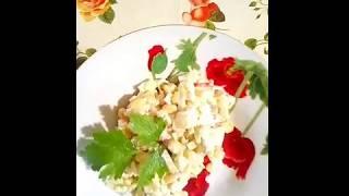 Салат с крабом, добавила пару компонентов и другой салат.