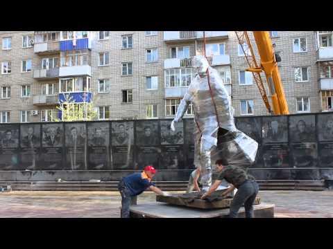В Балаково установили памятник Солдату-победителю