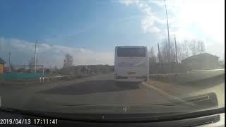 Видео: в Кузбассе у пассажирского автобуса на ходу взорвалось колесо