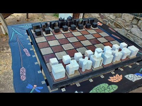 Шахматные фигуры для уличных шахмат.