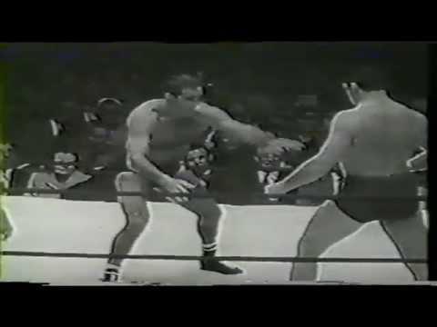 Lou Thesz vs Don Leo Jonathan 1955 Chicago professional wrestling.