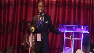Sikiliza Evangeliste DELA CHANCE kuhusu SIFA NA MA ABUDU,