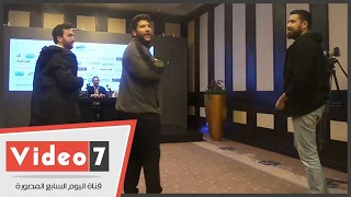 جمهور سلطان الطرب يقتحمون مؤتمر الكشف عن تفاصيل حفله فى مصر