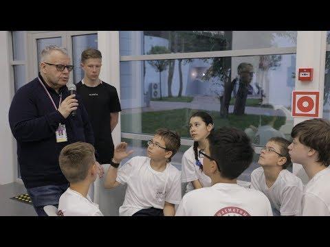 Юные шахматисты приняли участие в игре «Смена интеллект» с Алексеем Блиновым в ВДЦ