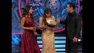 Bigg Boss 11: Shilpa Shinde wins Bigg Boss 11, beats Hina Khan | FilmiBeat thumbnail