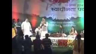 "Comedy: Shivraj Singh Chouhan M.P C.M Singing ""Admi hu Admi se Pyar Karta Hu"""