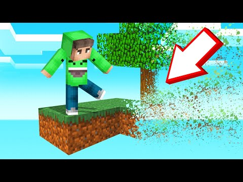 MINECRAFT But The Map SLOWLY DISAPPEARS!