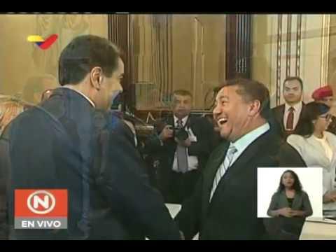 Presidente Maduro se reúne con oposición en Mesa de Diálogo Nacional