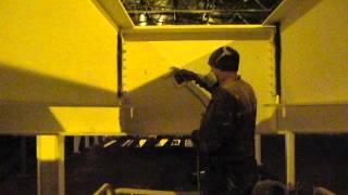 нанесение защитного слоя эмали на покрашенные огнезащитной краской металлические конструкции(, 2014-09-29T07:46:16.000Z)