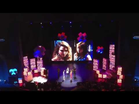 Jessica Alba vs. Overly Attached Girlfriend Staring Contest (Social Star Awards 2013)