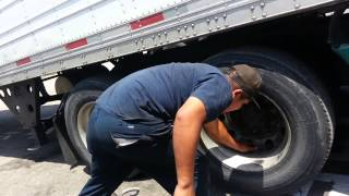 how to remove or change tire from a semi truck