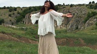 DANA DRAGOMIR - Into the Light - Ie - La Blouse Roumaine