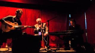 """Alberto Podestá (90 years old) singing """"El Bazar de los Juguetes"""" in Buenos Aires"""