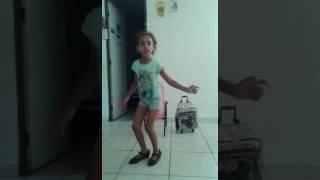 Incrível ela apreendeu sozinha sapatilha das