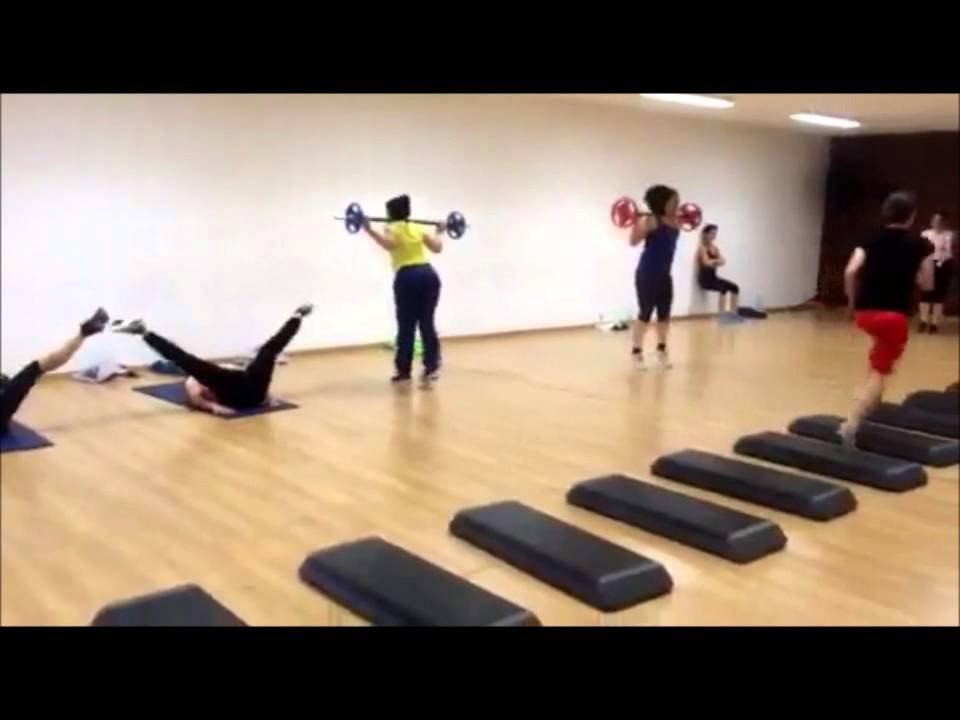 circuit training en salle youtube. Black Bedroom Furniture Sets. Home Design Ideas