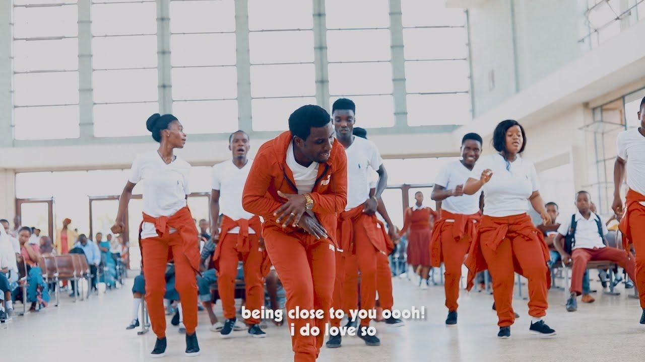 Download Emmanuel Mgogo - NAPENDA NIWE NA WEWE (Official Video)