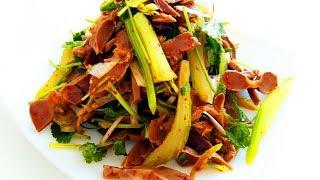 Китайская кухня. Салат из куриных желудков с сельдереем и кинзой