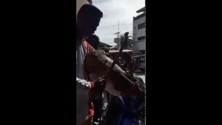 廃材を使って奏でる極上のバイオリン ドゥマゲテ