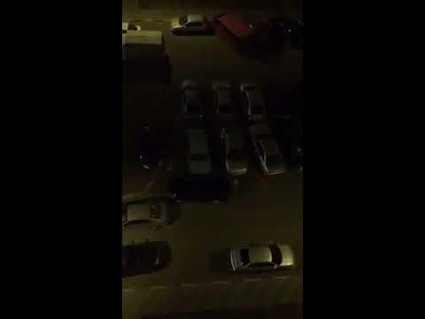 Неадекватный горожанин громил машины ночью