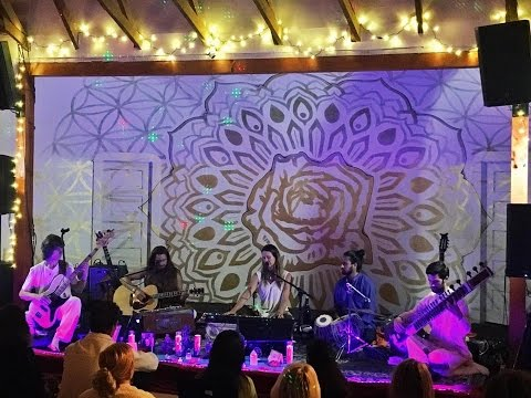 Jaya Lakshmi and Ananda-This is the Day~with the Saraswati Dream Band