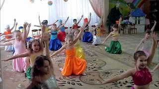 Дети танцуют для мам..wmv