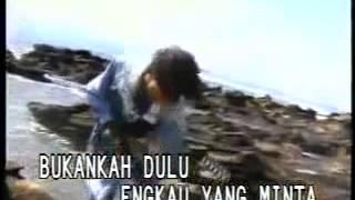 ABIEM NGESTI di Video Klip Poppy Mercury - TERLAMBAT SUDAH