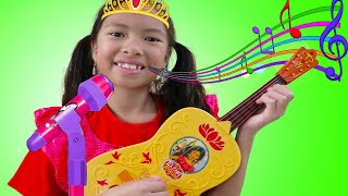Wendy Finge Ser Princesa  Tocando Guitarra y Cantando BINGO| Pretend Play Music