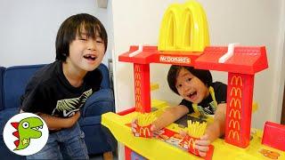 レオくんがマクドナルドのハッピーセットをたのむよ!どんなおもちゃがはいっているかな? トイキッズ