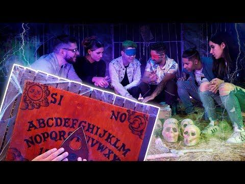 Jugando a la Ouija en un cementerio