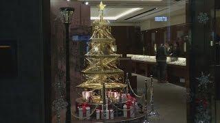 بالفيديو.. شجرة ميلاد من الذهب للبيع في اليابان