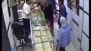 سيده سويسيه تنقذ محل ذهب بشارع احمد عرابي  في محاولة السطو المسلح
