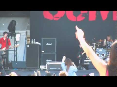 Sum 41  - We Will Rock You, Still Waiting - Live at Soundwave 2013, Melbourne, Australia