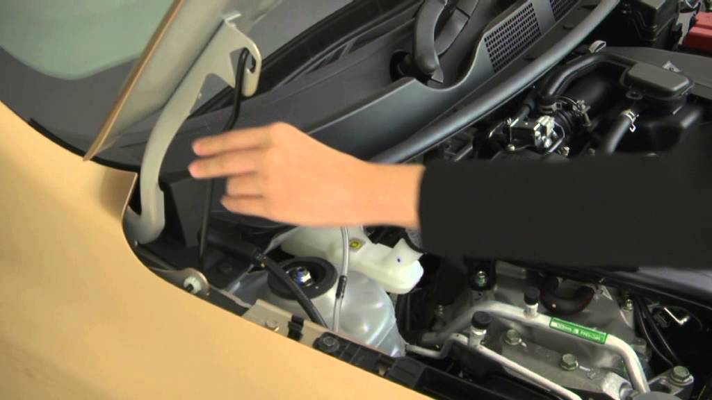 Membuka Kap Mesin Panduan Singkat Berkendara Datsun Go
