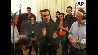 FM Steinmeier and FM Kouchner record song