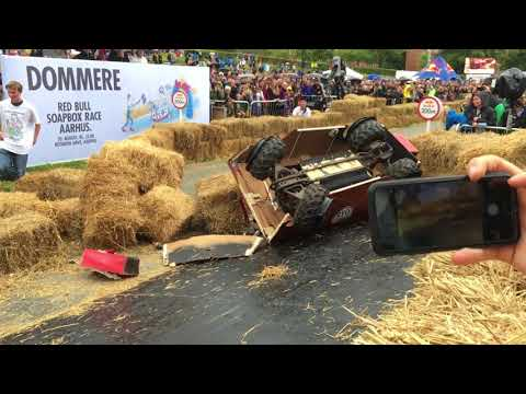 Dramatic Crash at Red Bull Soapbox Race in Aarhus 2017