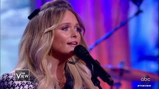 "Miranda Lambert Performs ""Bluebird"" from New Album Wildcard 