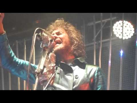 The Flaming Lips - Moth In The Incubator (Live) - Roundhouse - London Mon 27/05/13