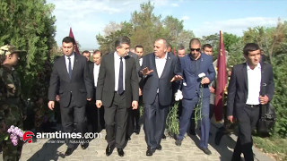 Սուրիկ Խաչատրյանը, վարչապետն ու մյուսները հարգանքի տուրք են մատուցել Եռաբլուրում
