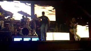 Orquesta Fania Blanco Show  felicitando a Adrian