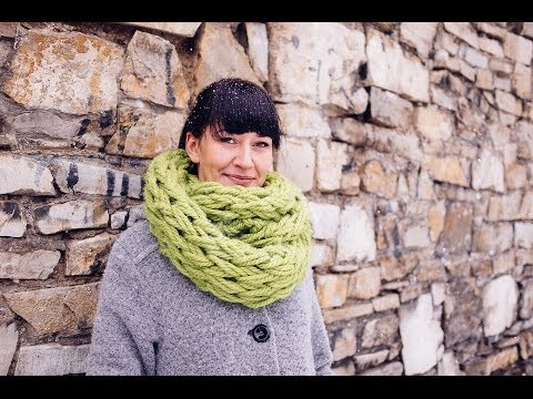 Arm Knitting – Infinity Scarf in 30 Minutes